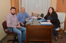 Junto al vicepresidente comunal, Juan Francisco Motta y la directora de la EESOPI 8103, María Angélica Falco